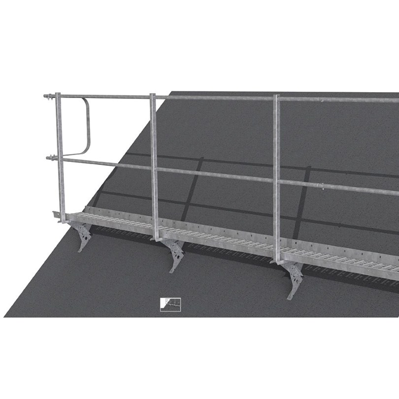 Weland Stål takbrygga är godkänd för infästning av livlina. Därför behövs inget nockräcke på den sträcka denna takbrygga