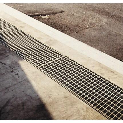 Weland Ränna med galler för fordonstrafik