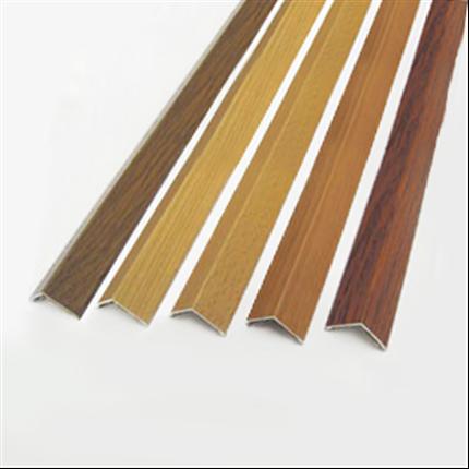 Hörnskyddslister i trämönstrad aluminium
