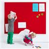 Akustikmiljö Collage ljusabsorberande anslagstavla, röd med vit ram