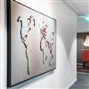 Akustikmiljö TELL-US ljudabsorberande världskarta med kartnålar i korridor