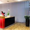 Akustikmiljö VERTIKAL akustisk lamellgardin i reception