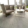 Borghamns kalkstensplattor av ljusgrå hyvlad Borghamnskalksten med matt yta på golv