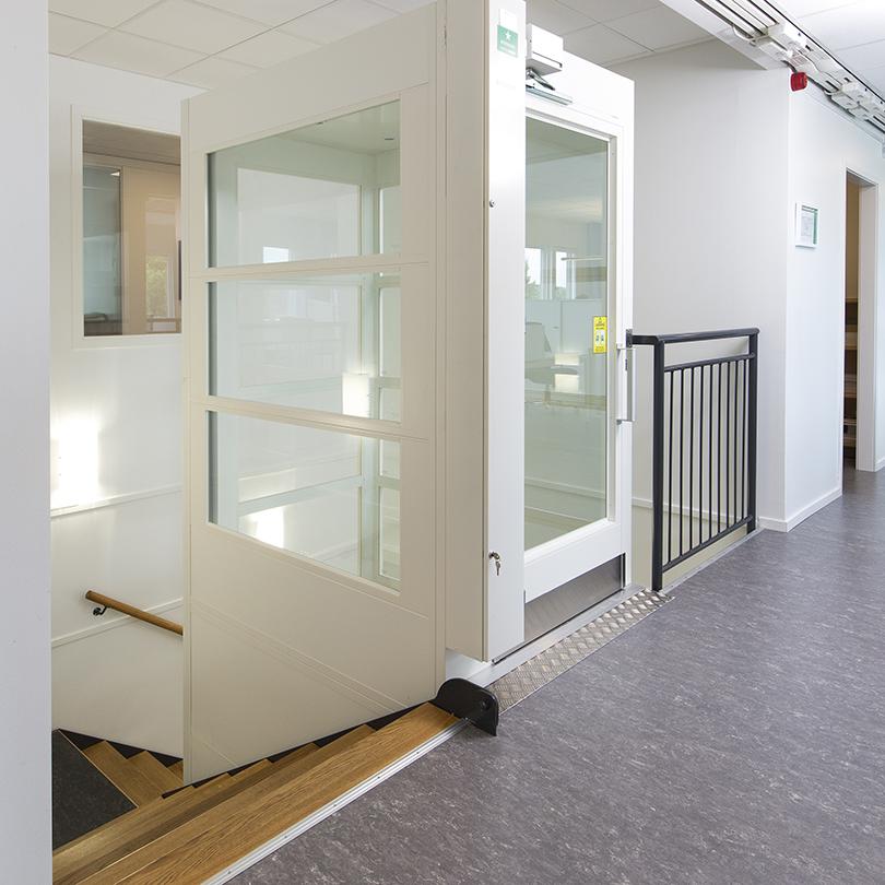 Temporent NOVA kontor, trappa och hiss