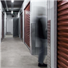Troax Self storage förrådsutrymmen, röda rullportar