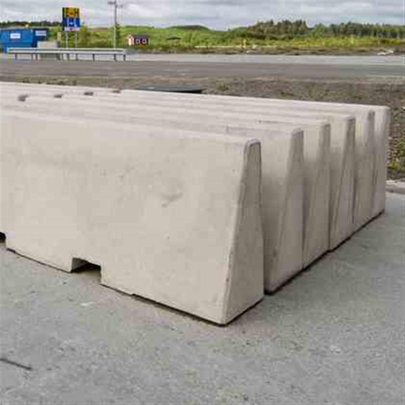 Betongbarriär med gaffeltrucks-uttag