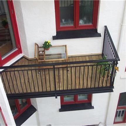 RK Teknik balkongräcken av stål med pinnräcke