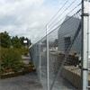 Heras industristängsel, varmförzinkat, taggtråd och stolpar