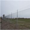 Heras industristängsel, varmförzinkat, överklättringsskydd av taggtråd och stolpar