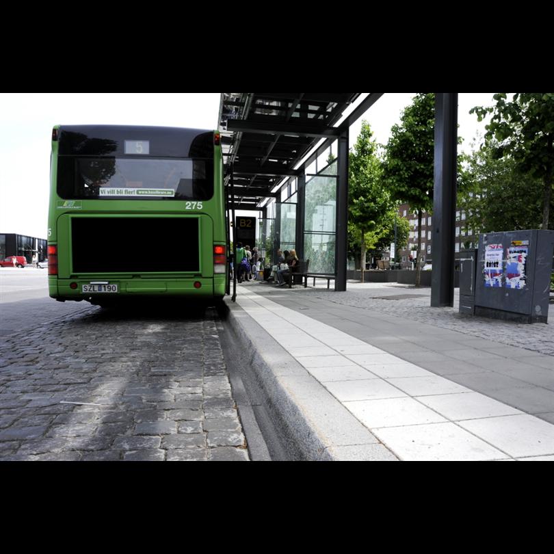 Granitkantsten för hållplatser