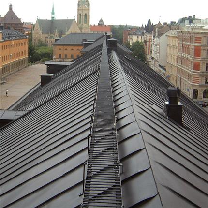 Stockholm, Kvarteret krubban, Isotrol Taktäck svart