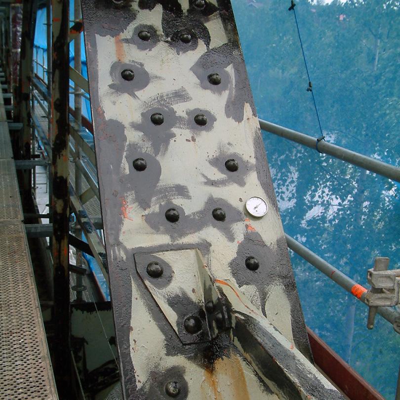 Fläckstrykning kring bultar på bro, Isoguard Pansar