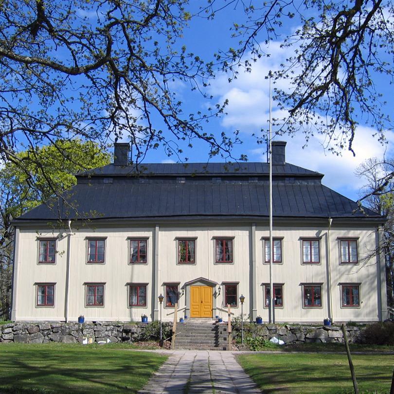 Isotrol Taktäck rostskyddsfärg, Viby Säteri. Svartplåt räddad med Isotrol Takgrund och Isotrol Taktäck