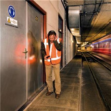 Ljudisolerande dörr dw 54-2 med tunnfals, Rw 44 dB