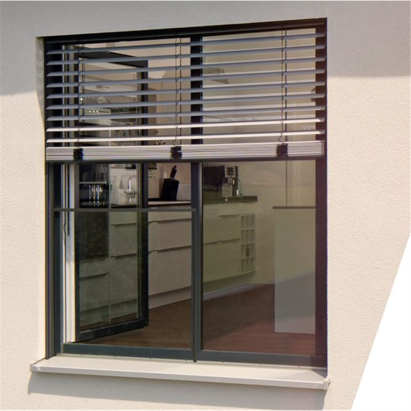 Warema 80S Fasadpersienner på fönster