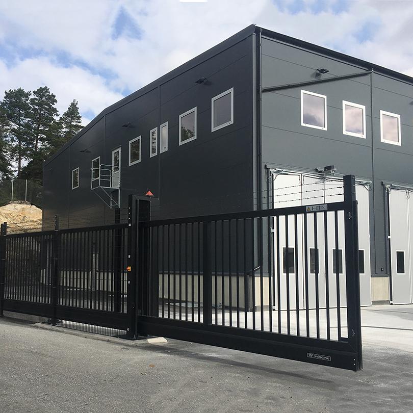 Skandinaviska Områdesskydd Fribärande automatisk skjutgrind
