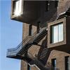 """Räcke av plattstål, dubbel ledstång, durksteg SGD3438, """"The Wedge"""" på Barcode, Oslo"""