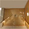 Vertikallyftande galler av stål, beklätt med massiv björk. Moderna Museet, Stockholm