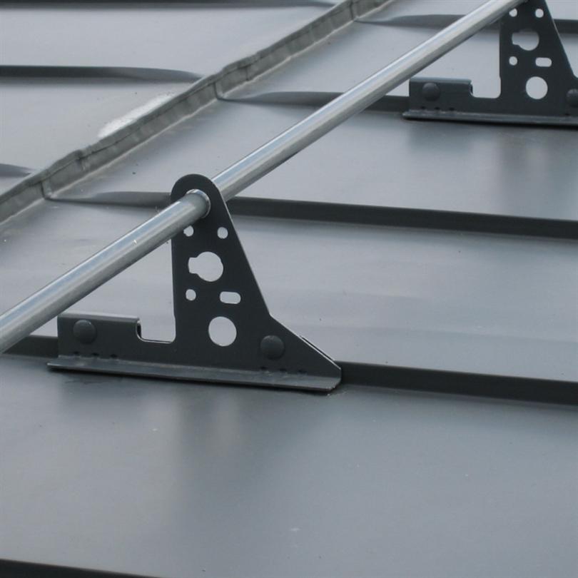 PW Nock- och takfotsräcke monterat med falsfäste