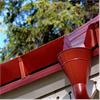 Röd takränna för takavvattning