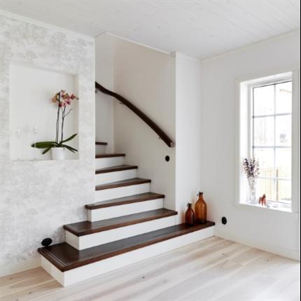 ATAB trätrappor, Design Ovanpåliggande med utvinklad trappstart