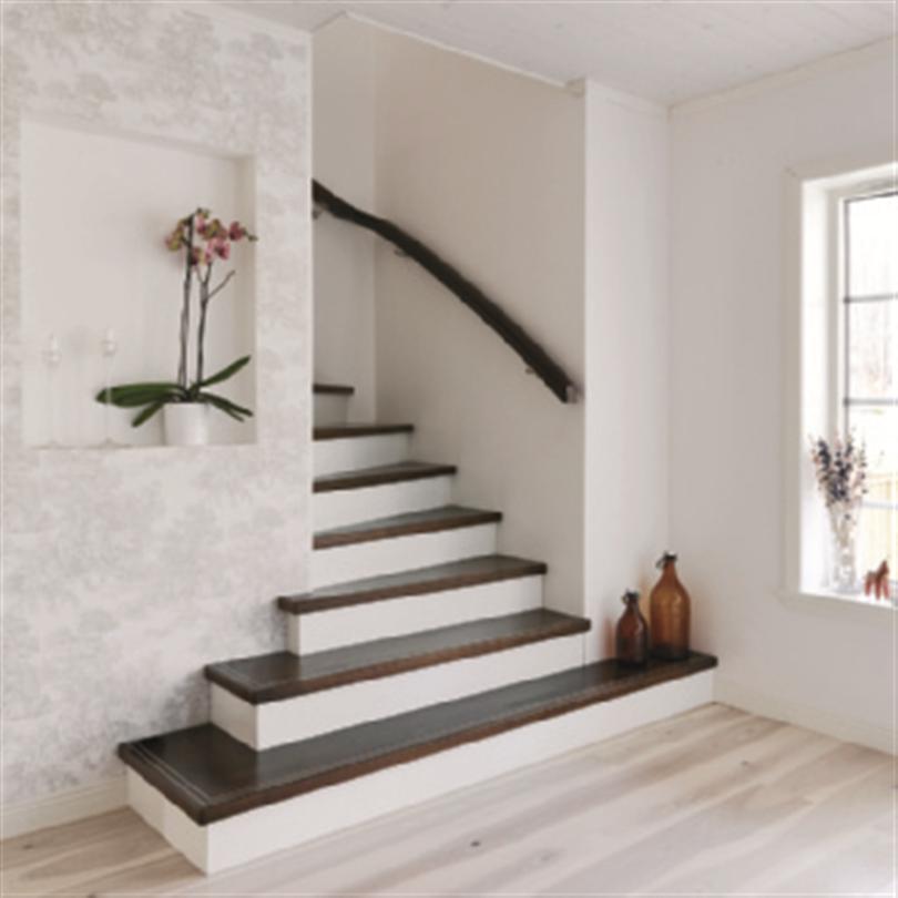ATAB design Ovanpåliggande trätrappor, med dold vang och utvinklad trappstart
