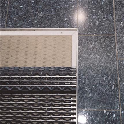 Ingjutningsram av naturaluminium med vinkelprofil, färdigmonterad