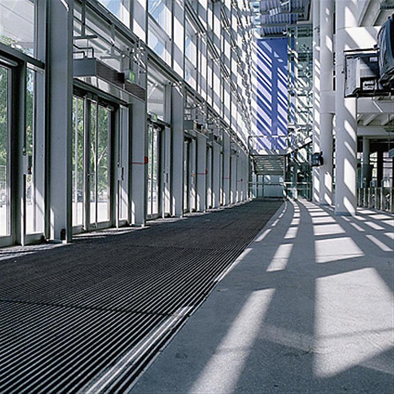Rullbar entrémattsystem av aluminiumprofiler
