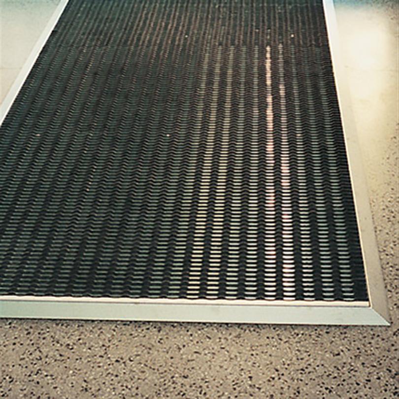 Mattramp för ovanpåliggande mattor, snedställd underlagsram