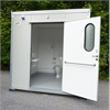 HWC-kabin med öppen dörr