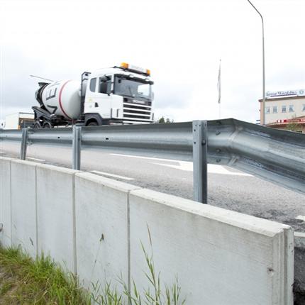 Liljeholmens L-stöd, 20 kN vid tungt trafikerad väg