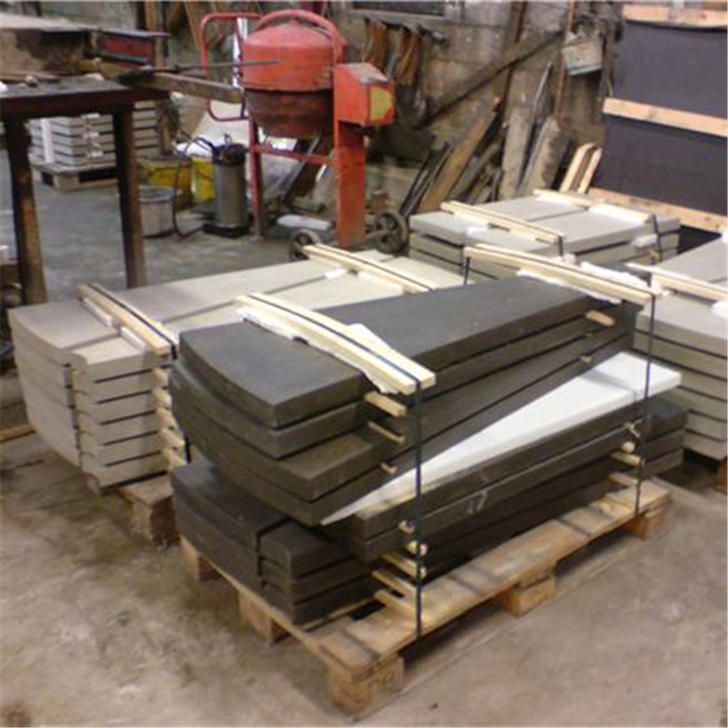 Liljeholmens beklädnadssteg av betong med finborstad yta
