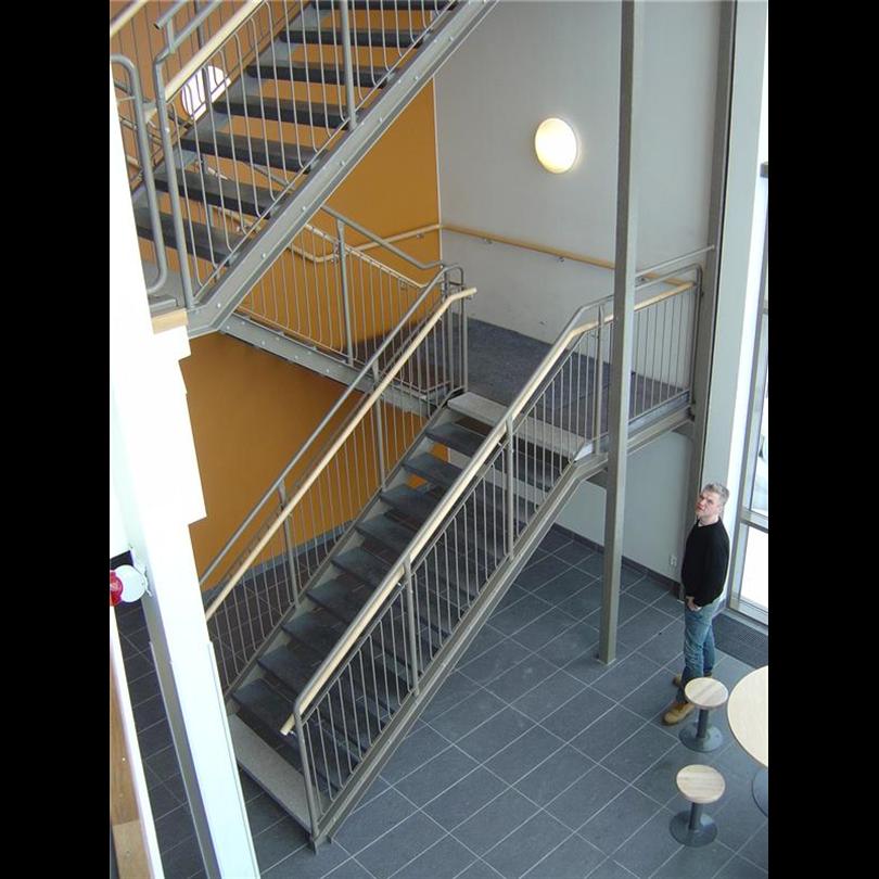 Liljeholmens terrazzosteg och Planer i rak Ståltrappa