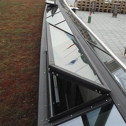 GlasLindberg GL 1074 aluminiumfönster, utåtgående