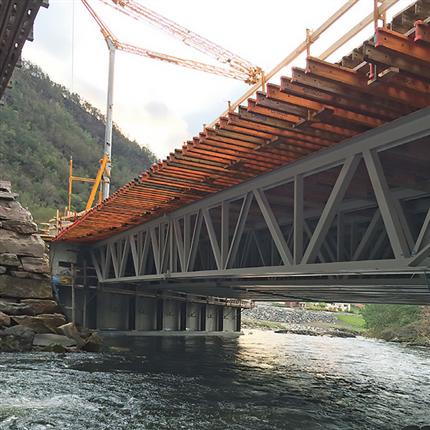 Fackverk som formbalkar till bro