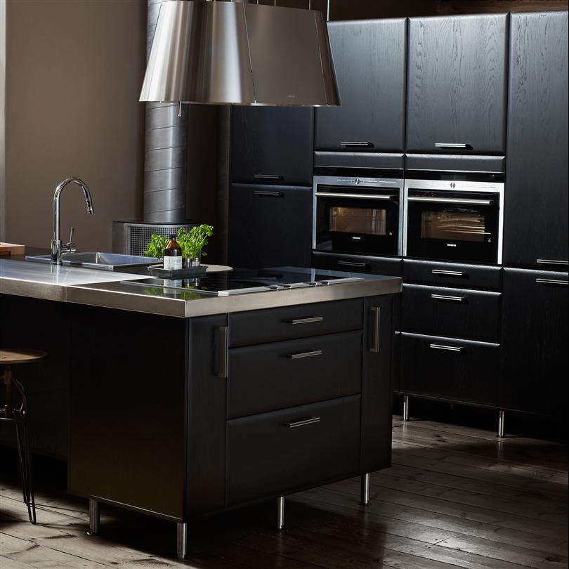 Modernt och tåligt kök, svart