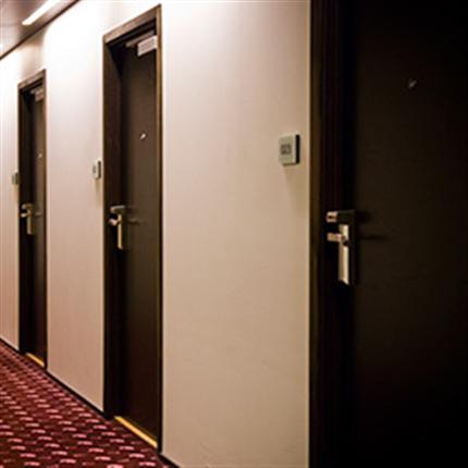Innerdörrar för offentlig miljö, hotell