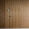 FLEX DOOR innerdörrar av trä i PlainLine systemvägg med faner