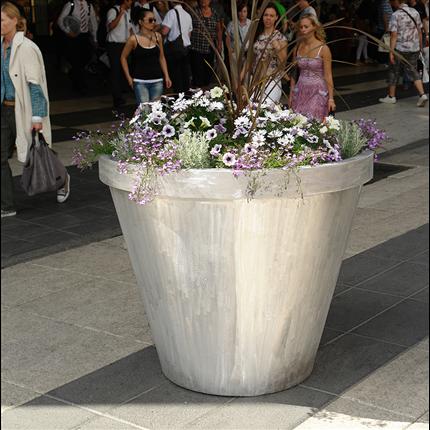 Nola planteringskärl, Drottninggatan, Stockholm