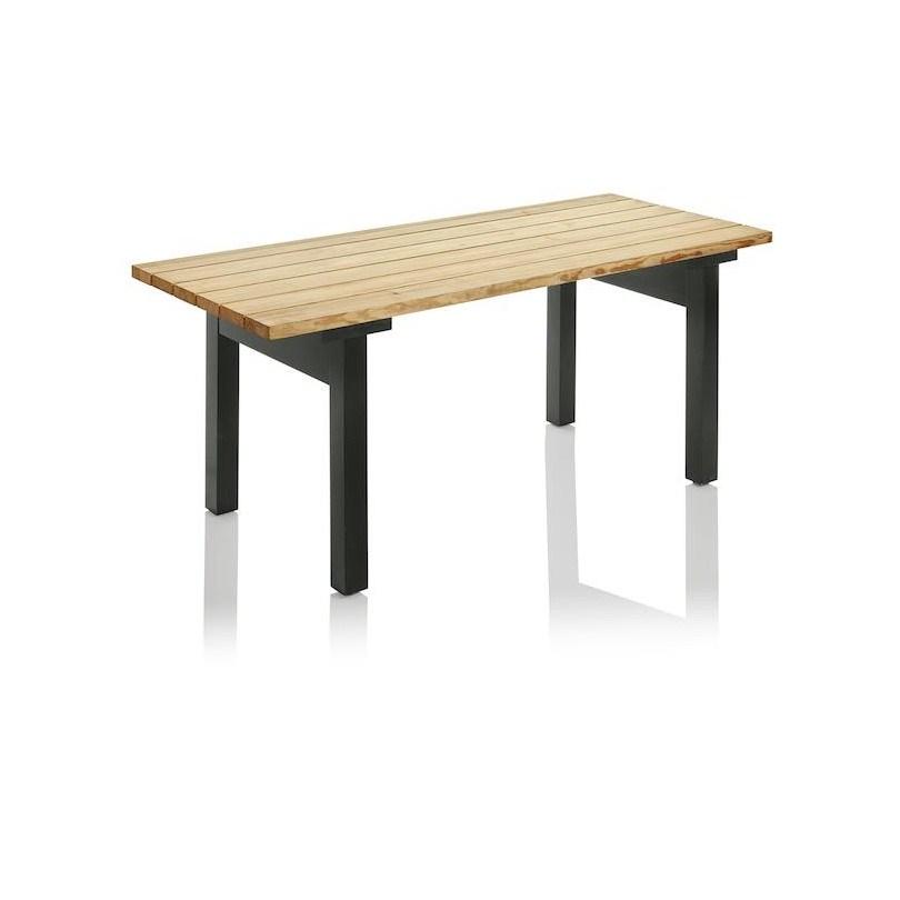 Bakgård bord i oljad furu. Produktdesign Jonas Bohlin