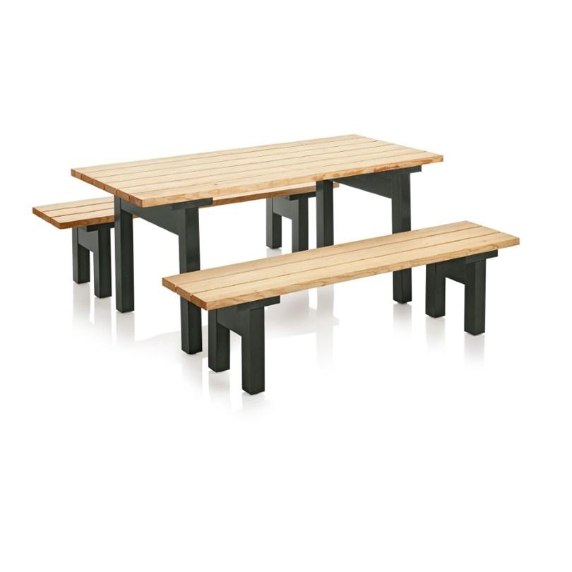 Bakgård möbelgrupp. Bord och bänk för utomhusbruk