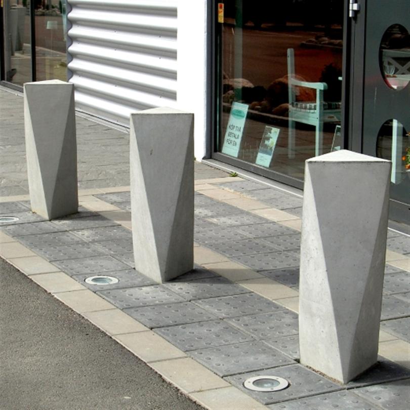 Ackord är en skulptural funktionell pollare, som kan placeras ensam, längs en gata eller runt ett torg.