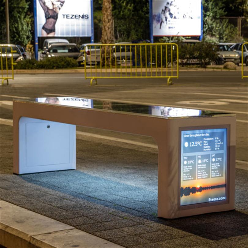 Steora Urban parkbänk med integrerad LCD-skräm