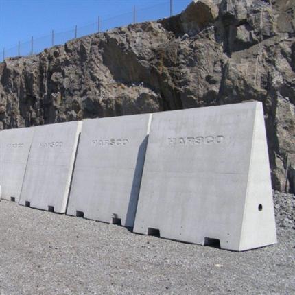 Enstaberga Cementgjuteri Påkörningsskydd/avstängningsbarriär