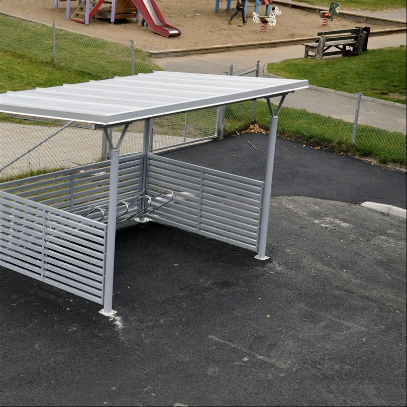 Cykelgarage med ett ensidigt väderskydd