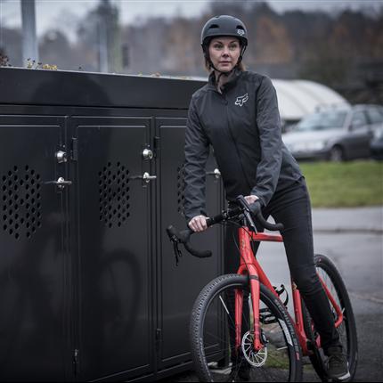 Svart cykelbox, för förvaring av cyklar