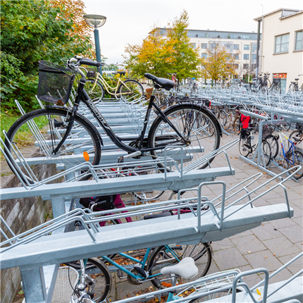 cykelställ i två våningar, västra stationstorget