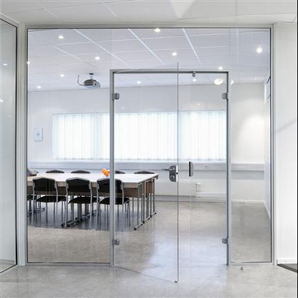 GSAB/Invitrea Slagdörrar och skjutdörrar av glas