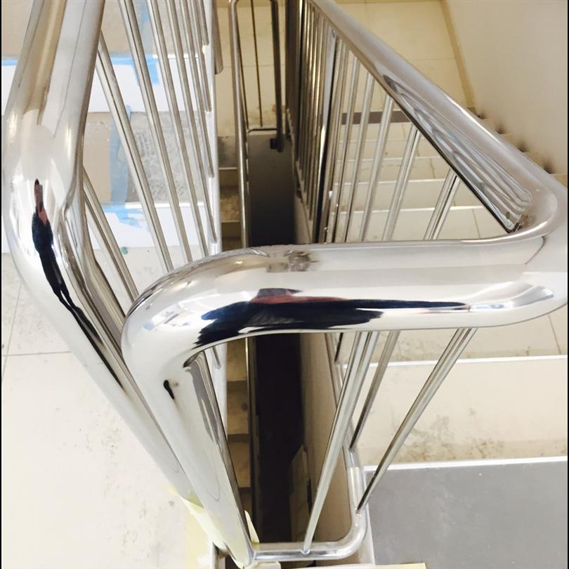 Andersson & Ågrens Rak trappa med stålräcke