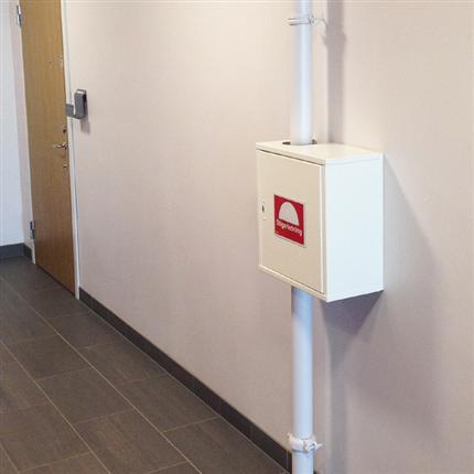 Presto utanpåliggande ventilskåp för stigarledning, mot vägg